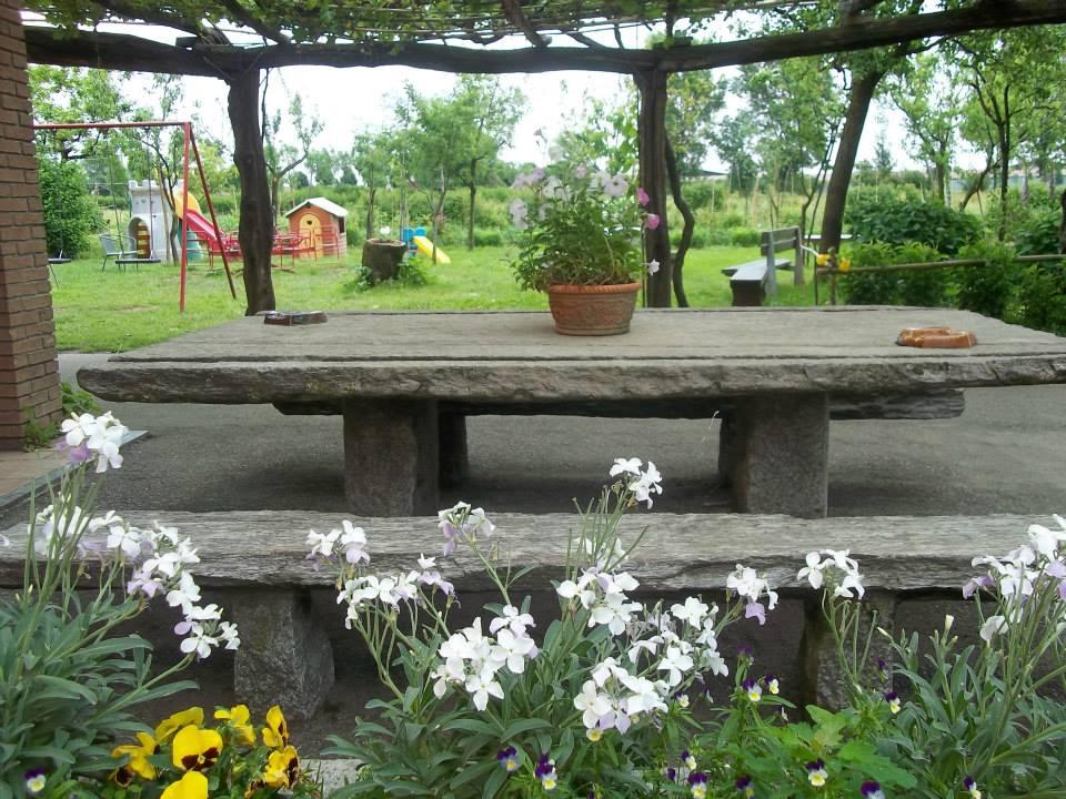 Trattoria guani chiuso per cessata attivita 39 rosate zero - Trattoria con giardino milano ...