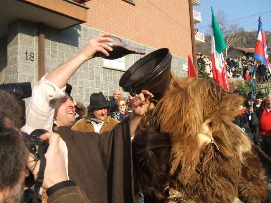 Taming Winter. Una storia di carnevali e orsi di Andrea Arena e Nicola Imoli