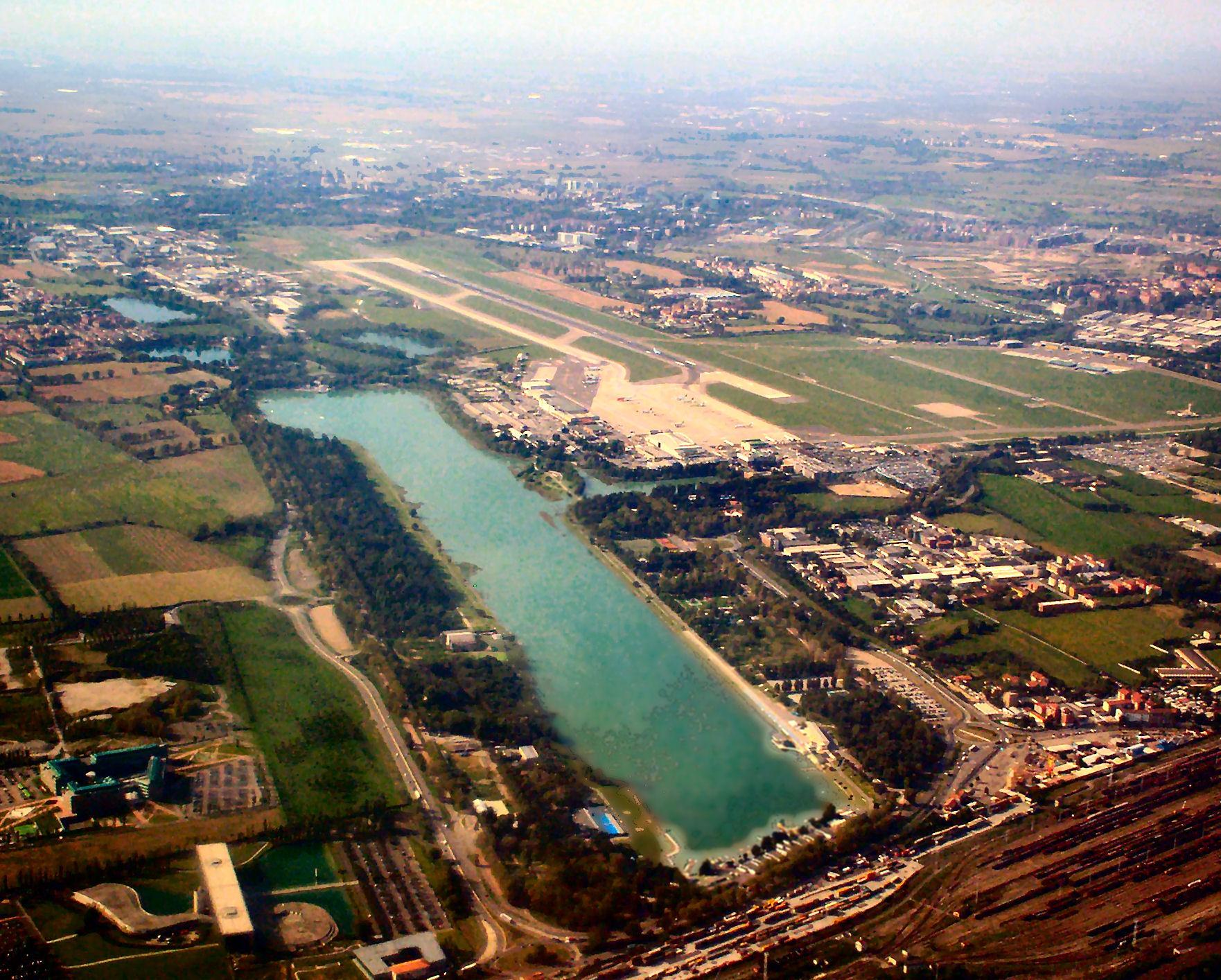 L'idroscalo, il mare dei milanese, visto dall'alto