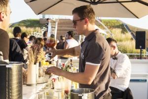 I barman del padiglione russo sfidano il caldo a colpi di Beluga