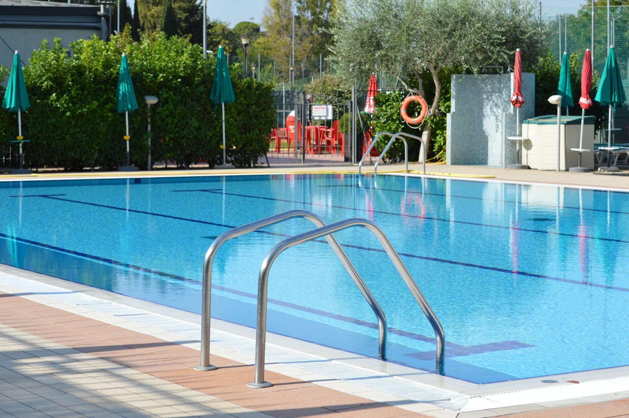 Circolo sportivo villa de sanctis zero - Villa con piscina roma ...