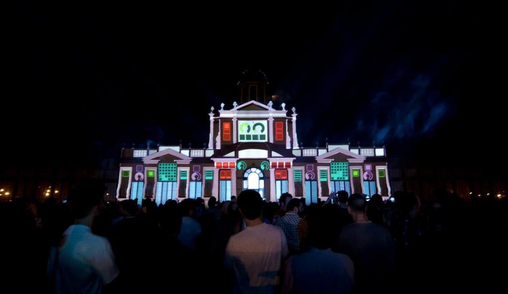La palazzina Vigarani illuminata dal mapping architetturale durante l'edizione del 2013.
