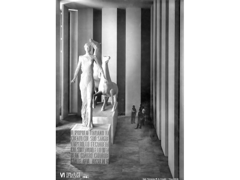 Scultura di Fontana nel Salone della Vittoria di Palanti e Persico, 1936, IV Triennale, Milano