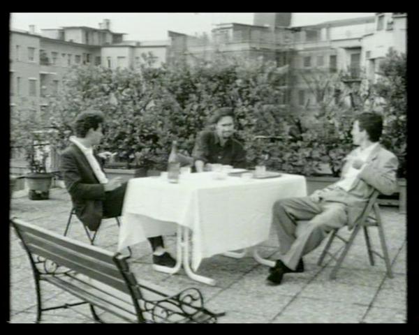 """Philippe Parreno (con Carsten Holler e Rirkrit Tiravanija) , """"Vicinato"""" (frame dal film). Courtesy Studio Guenzani, Milano"""