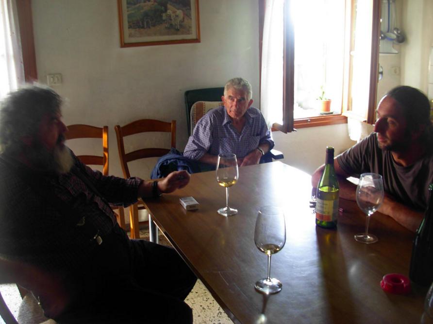 A destra Alfonso Soranzo, in mezzo suo padre, a sinistra  Claudio Solito  © La Terra Trema