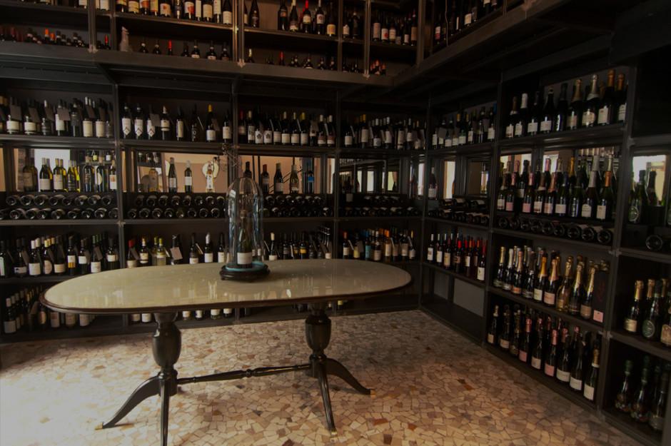 Tantissimi piccoli  produttori compongono la vasta enoteca del Bicerìn Milano