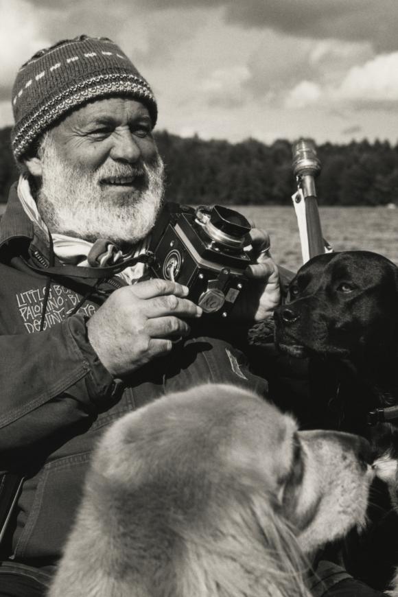 Le grandi passioni di Bruce Weber: la fotografia, i cani, il Bar Basso