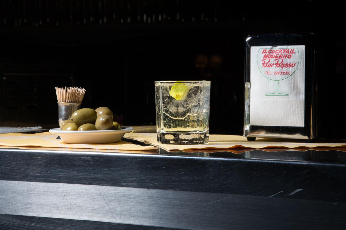 Il gimlet, cocktail scelto da Massimo De Carlo per la mostra The Drink(er)s - © Delfino Sisto Legnani