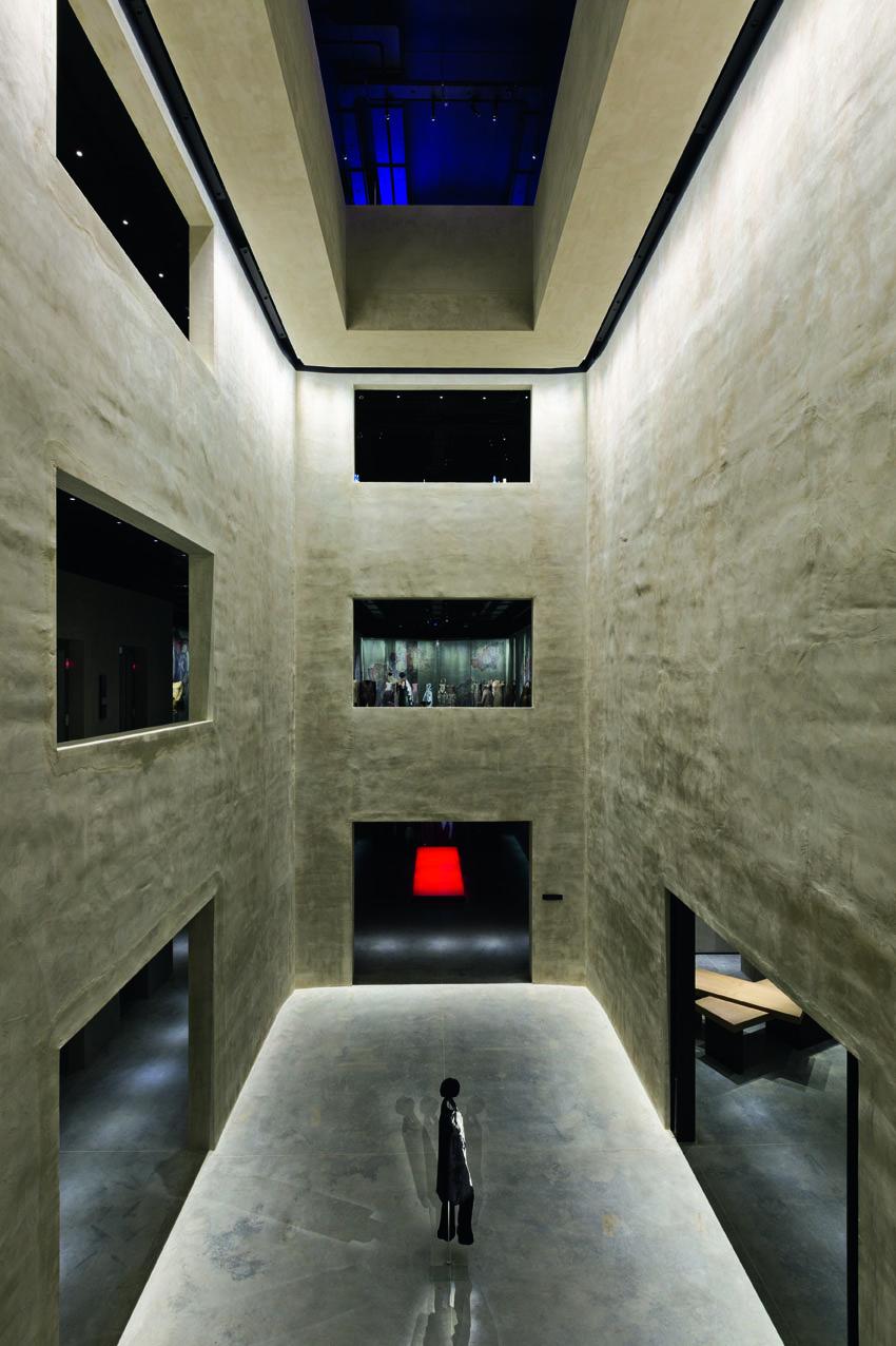 L'atrio centrale. Foto Davide Lovatti