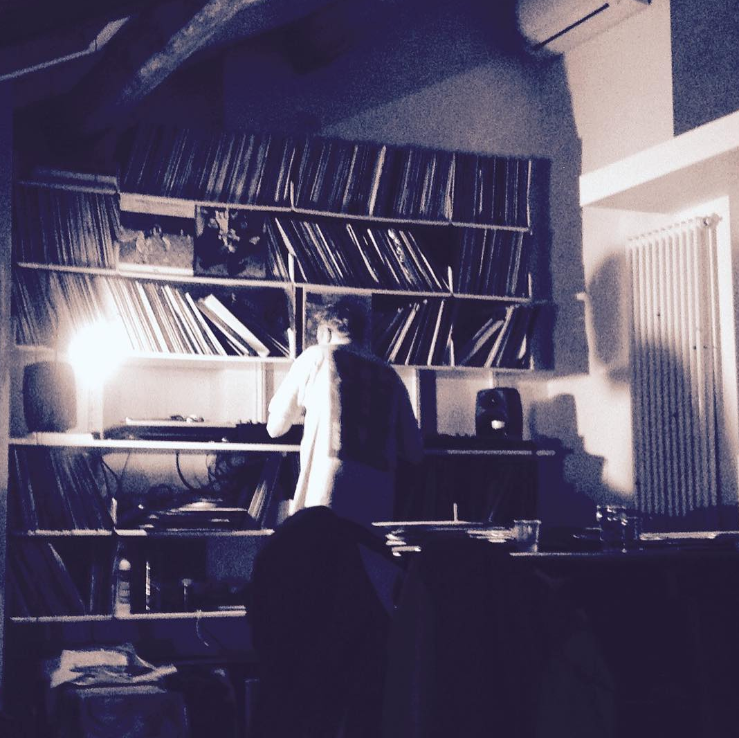 Vladi a casa sua che mette i dischi, filtro house/techno