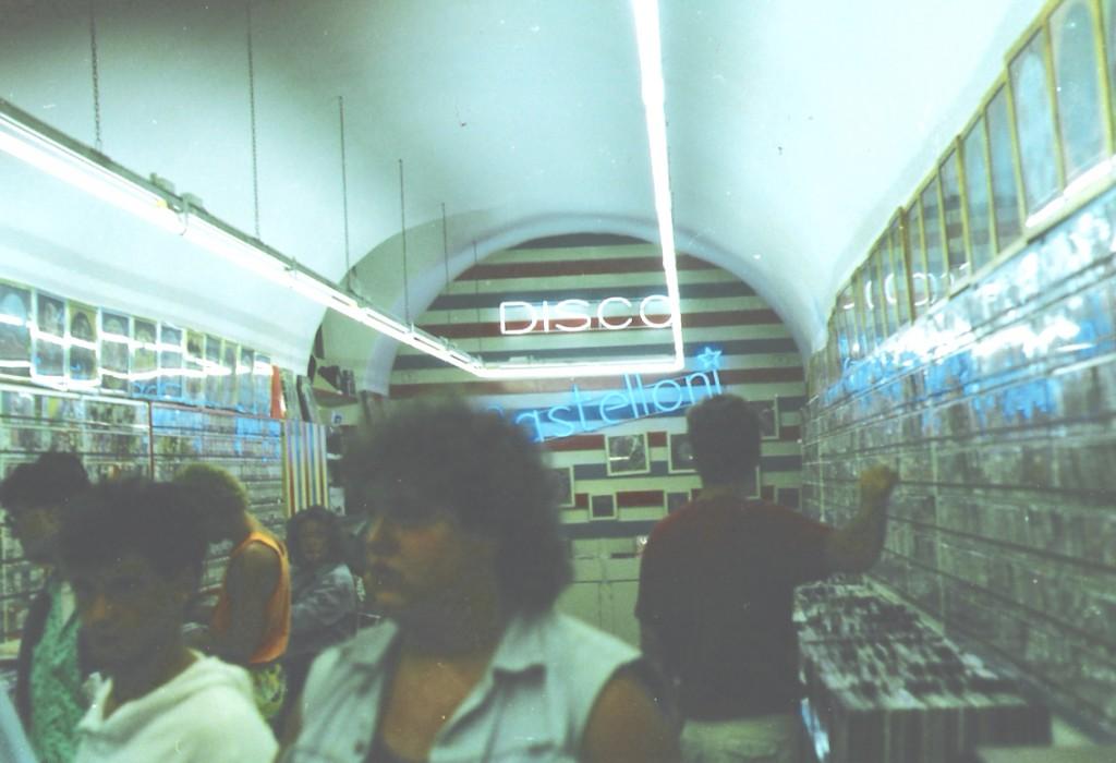 Lo storico negozio Disco Mastelloni a Firenze