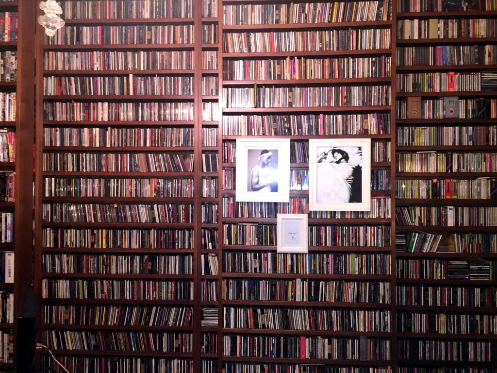 La parete di CD in casa di Nicola