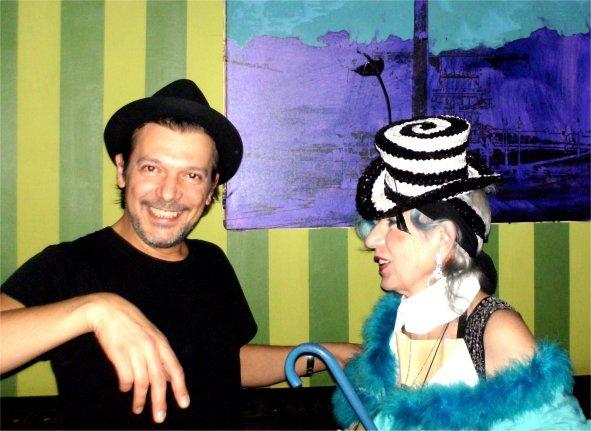 Sfida di cappelli tra Nicola Guiducci e Anna Piaggi. Nicola 0 - Anna 1