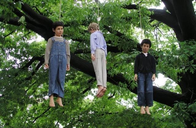 Senza titolo (Bambini impiccati),  Maurizio Cattelan, 2004