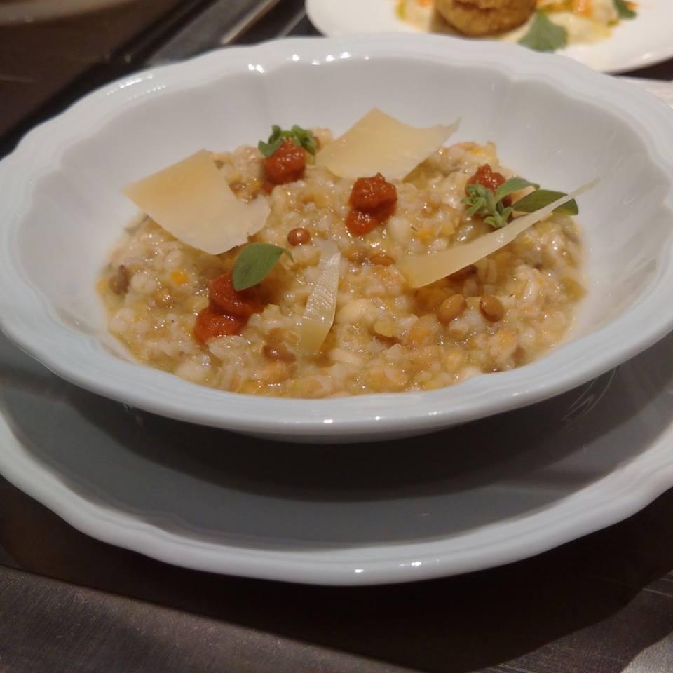 Minestra di cereali spezzati, caciocavallo e pomodori secchi