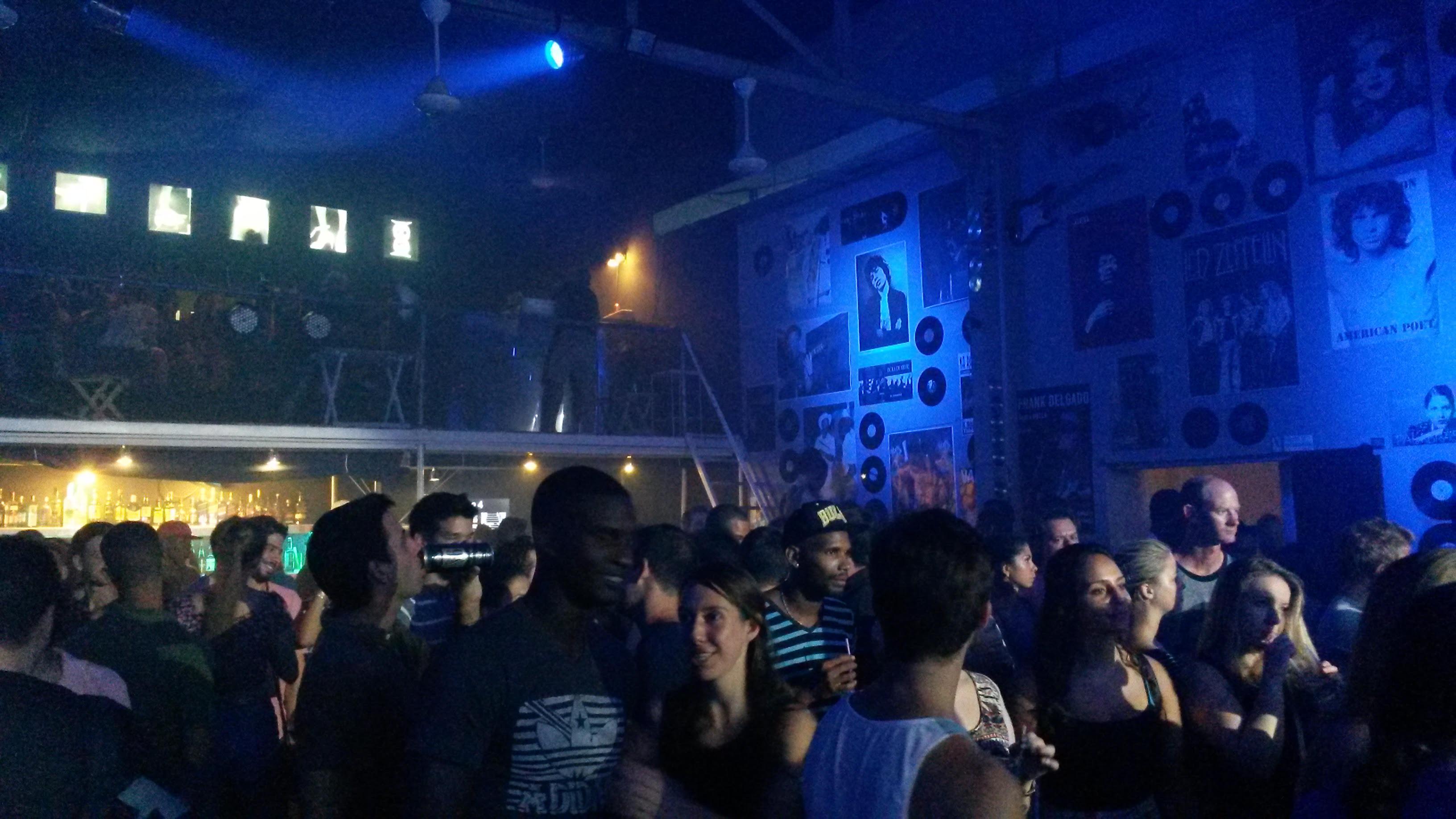 Bar e dancefloor alla FAC