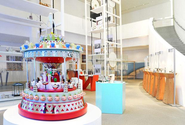 """Un'immagine della mostra """"Oggetti e Progetti"""", ospitata alla Die Neue Sammlung di Monaco nel maggio 2010, curata da Alessandro Mendini"""
