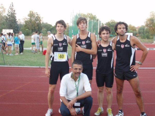 Il secondo a partire da sinistra è il nostro atletico Chiamu