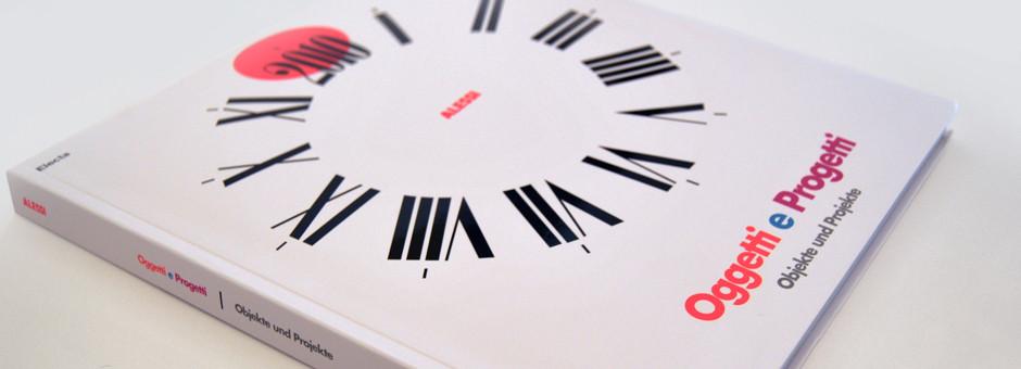 """Il catalogo  della mostra """"Oggetti e Progetti"""", ospitata alla Die Neue Sammlung di Monaco nel maggio 2010, curata da Alessandro Mendini"""