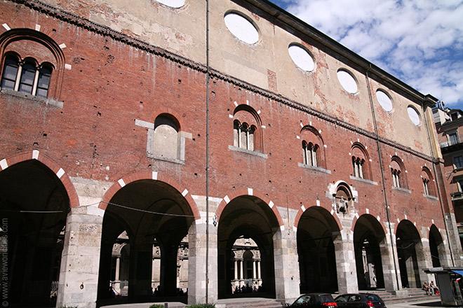Palazzo della Ragione a Milano, Piazza dei Mercanti