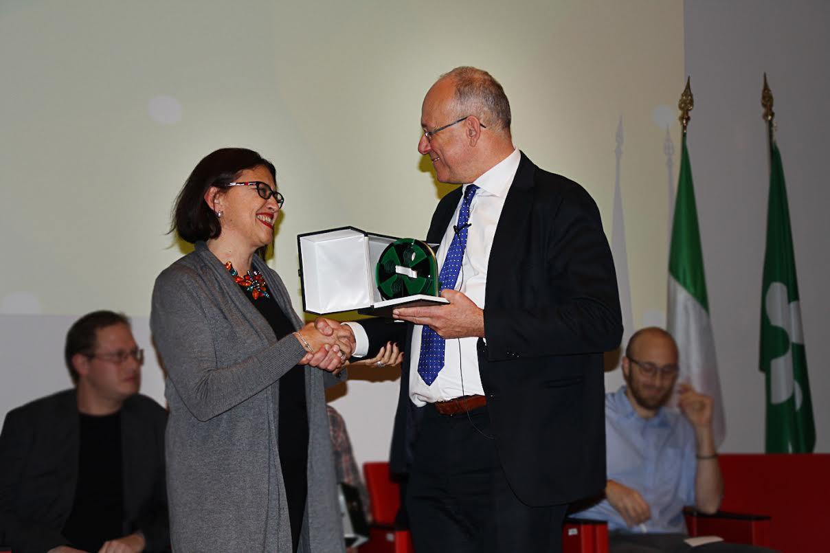Luisa Galbiati riceve il premio Digital Award