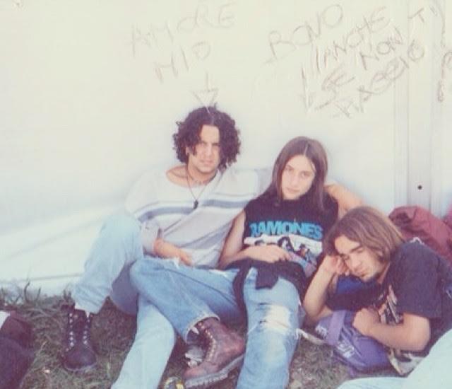 Quello in mezzo è Tiberio da ragazzino nel 1995