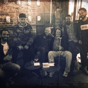 Tiberio allo Zog con uno dei propietari, nonché musicista dei Bluvertigo, Sergio Carnevale, e altri amici tra cui  Pierpaolo Peroni, Luca De Gennaro Stefano Senardi