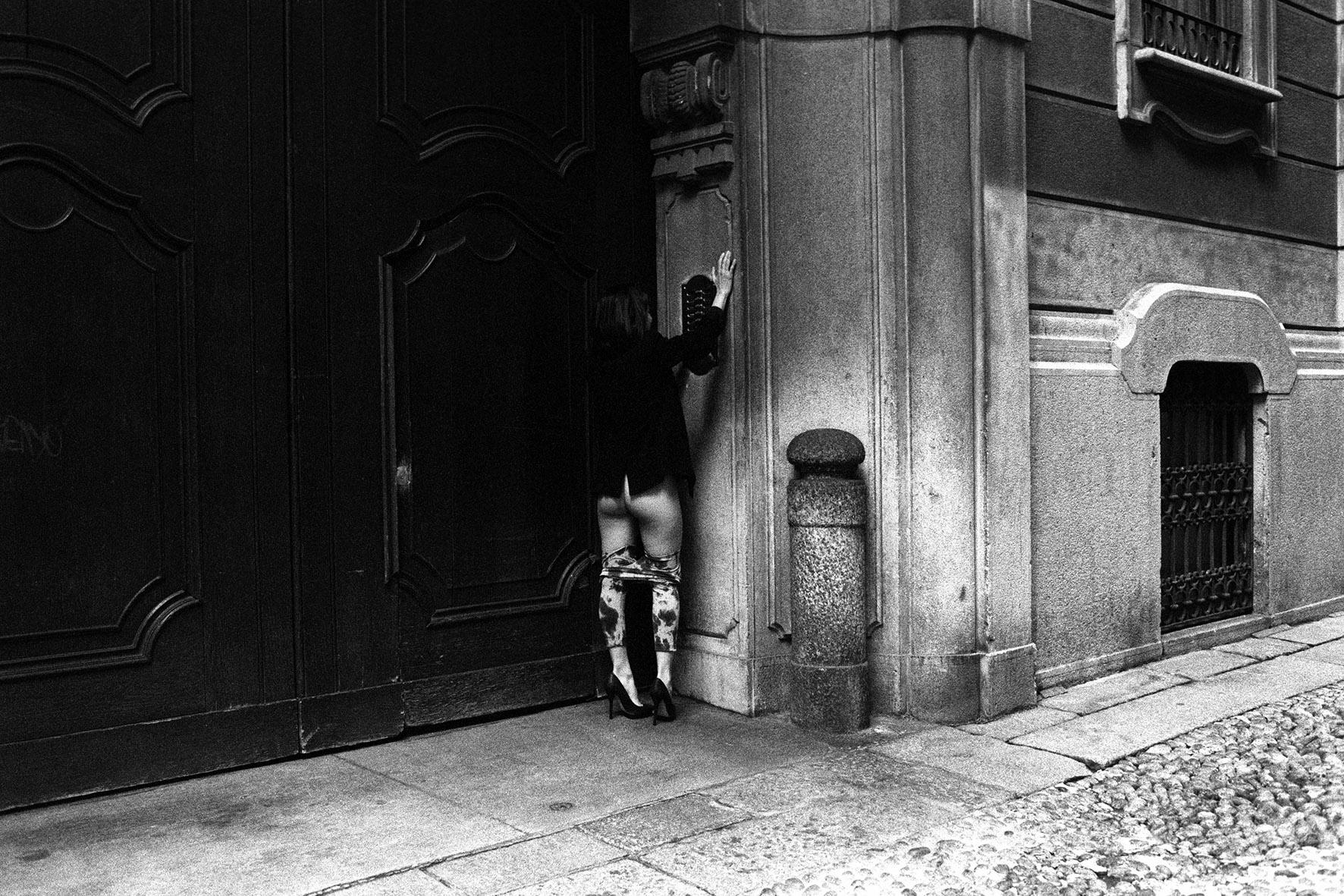 """Emmanuelle, 2012 """"Emmi stava per trasferirsi a NY, era il suo ultimo giorno a Milano, stava traslocando. Siamo in zona Brera alle 4 di pomeriggio."""""""