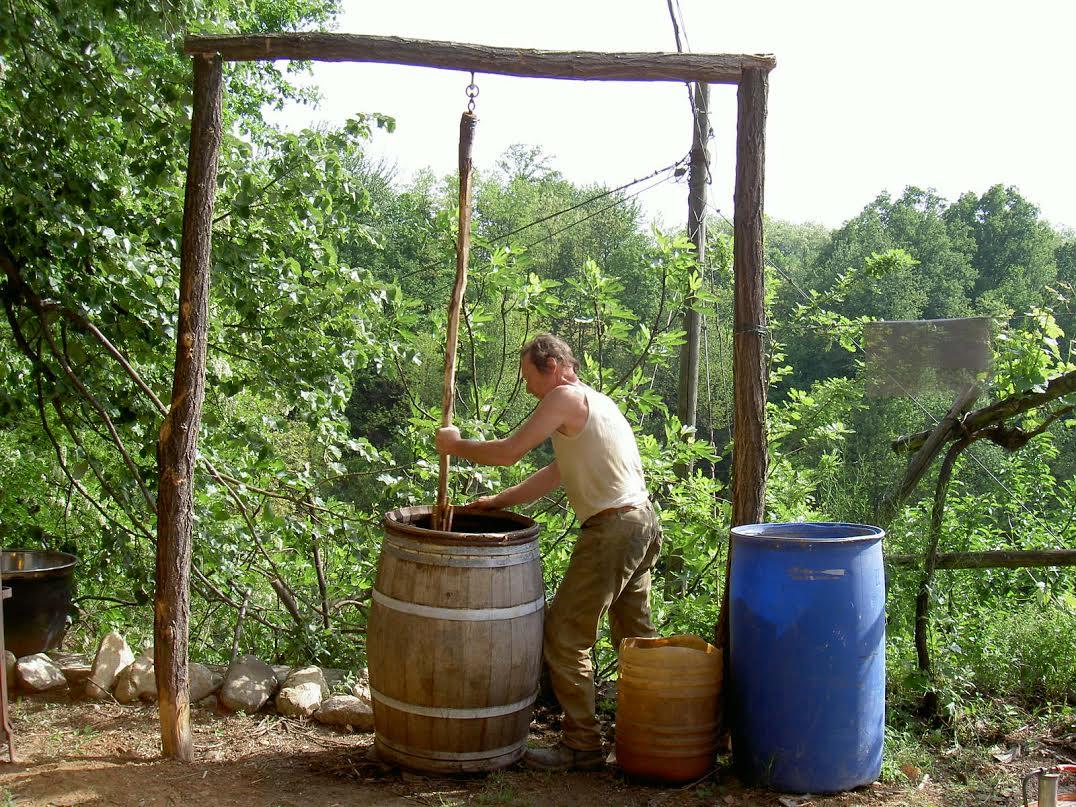 Tecniche vinicole legate alla terra e impostate al suo rispetto, per la produzione dei vini della Cascina degli Ulivi