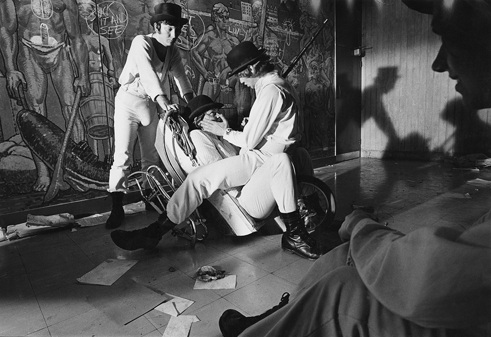 Droogs in hall of flats orig