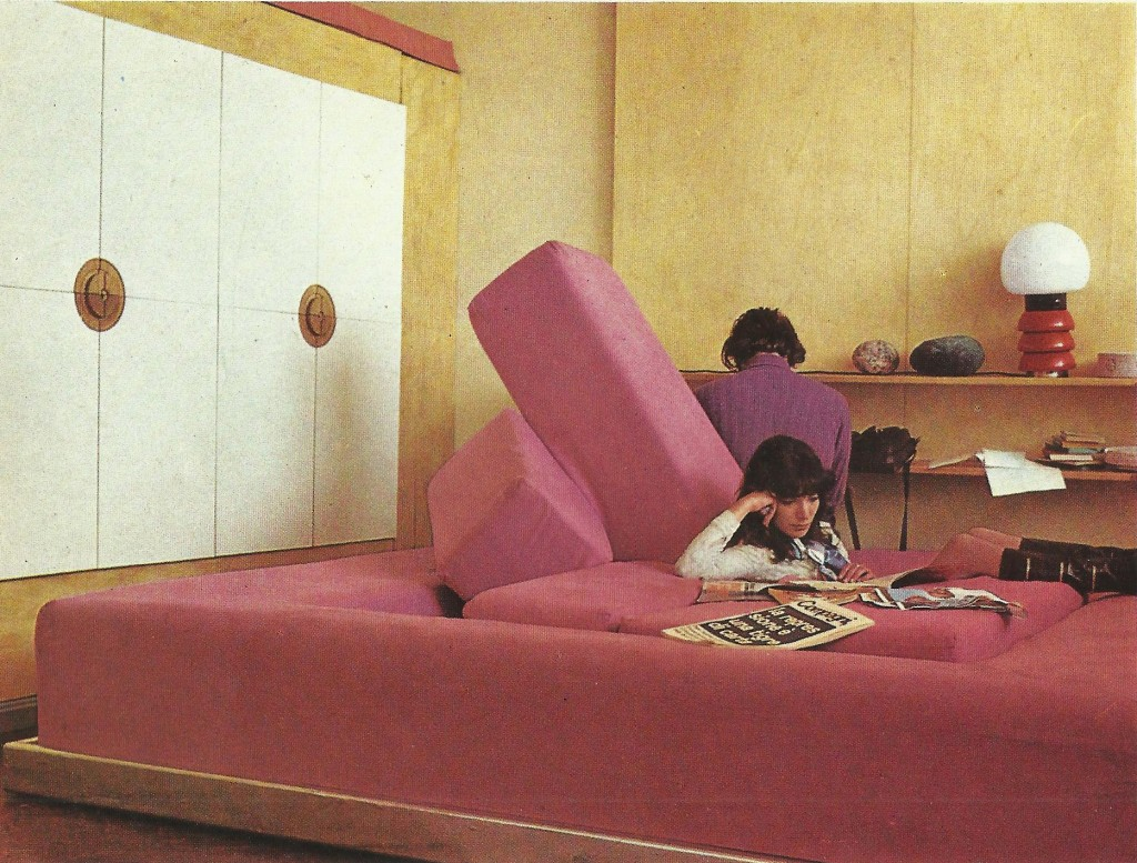 Gianni Pettena, Rumble Sofa. Galleria Erastudio