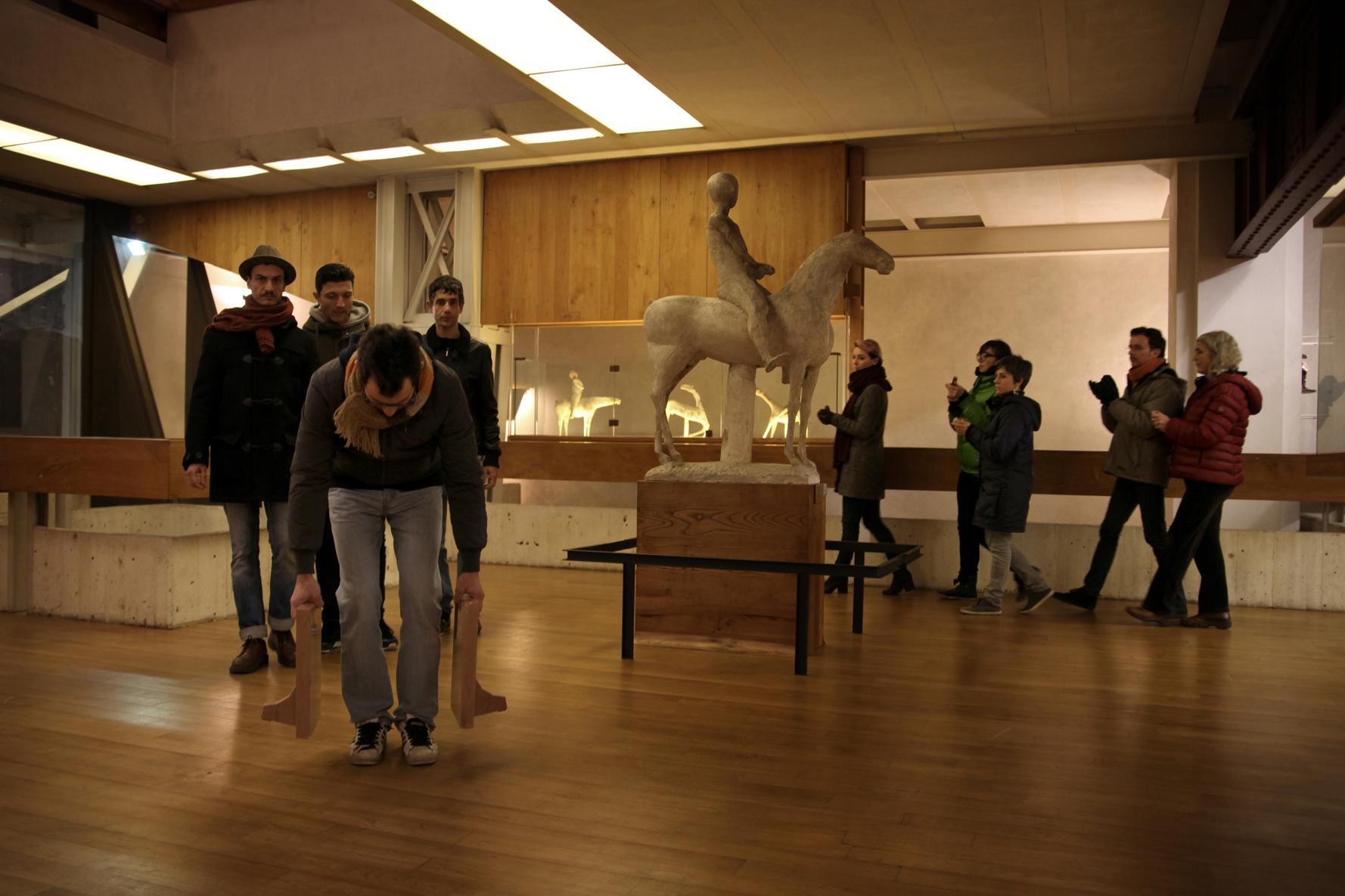 Italo Zuffi Masse trasportabili - performance Museo Marino Marini Firenze - dicembre 2013 - photo Dario Lasagni courtesy l'artista
