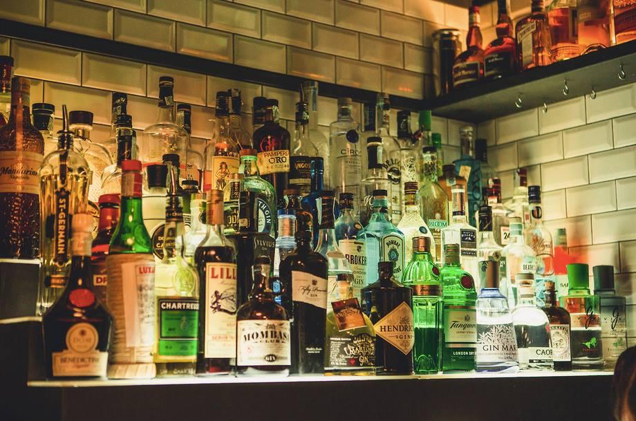 Una parte della bottigliera di Elita bar
