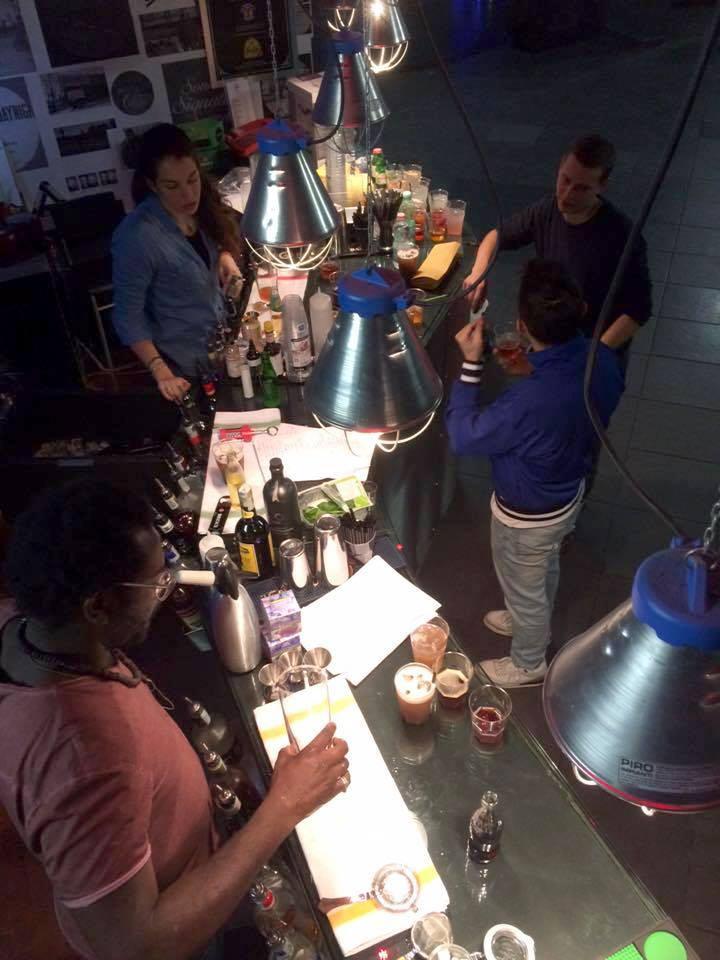 Morris, Veronica, Mattia e Carlo provano per la prima volta la drink list dell'Osservatorio