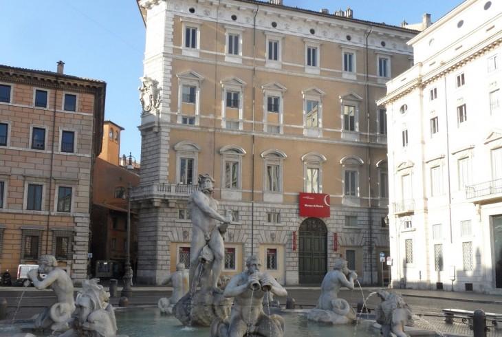Il-Museo-di-Roma-a-Palazzo-Braschi-visto-da-Piazza-Navona