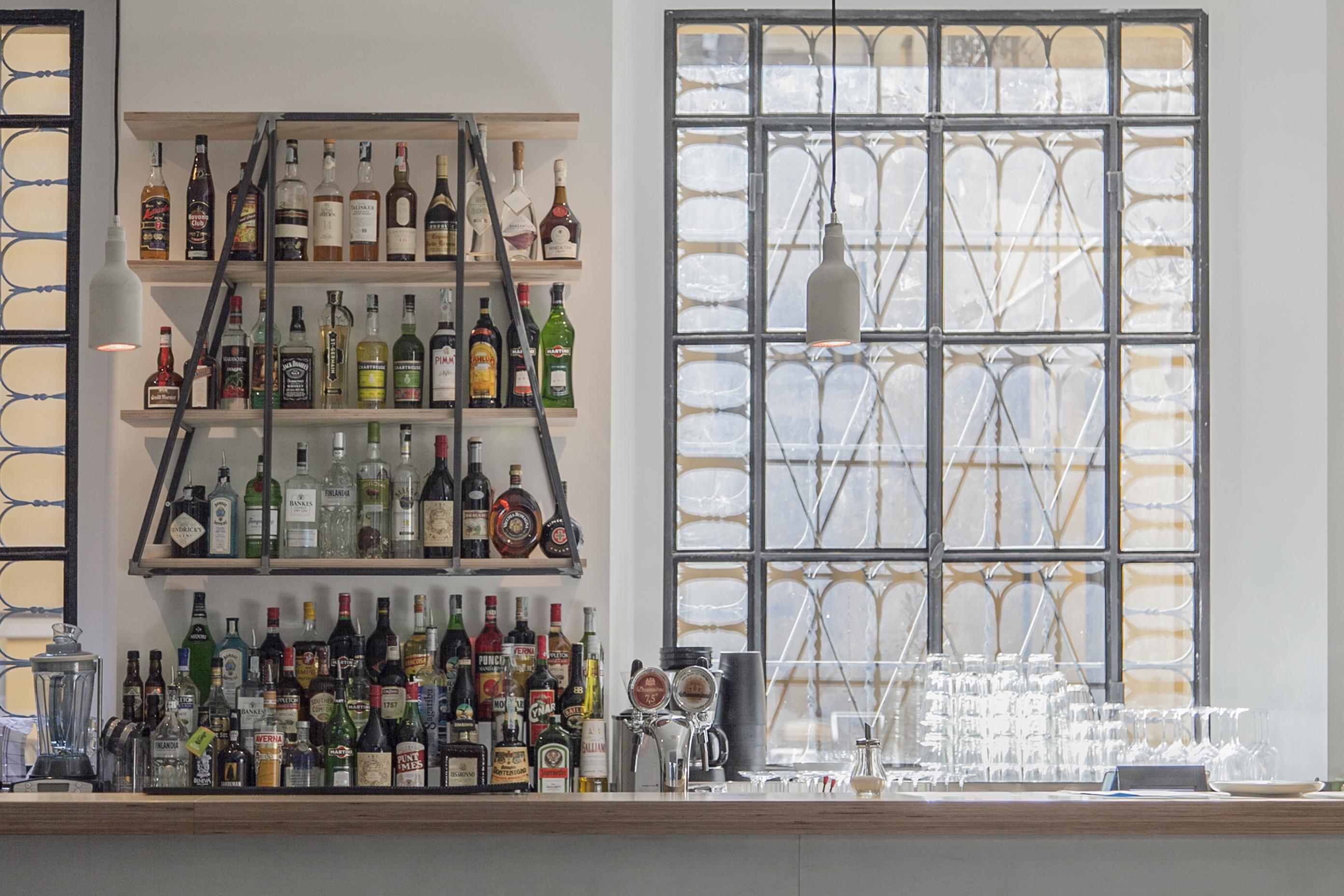 Il bancone (Stefano, il barman, è invisibile)
