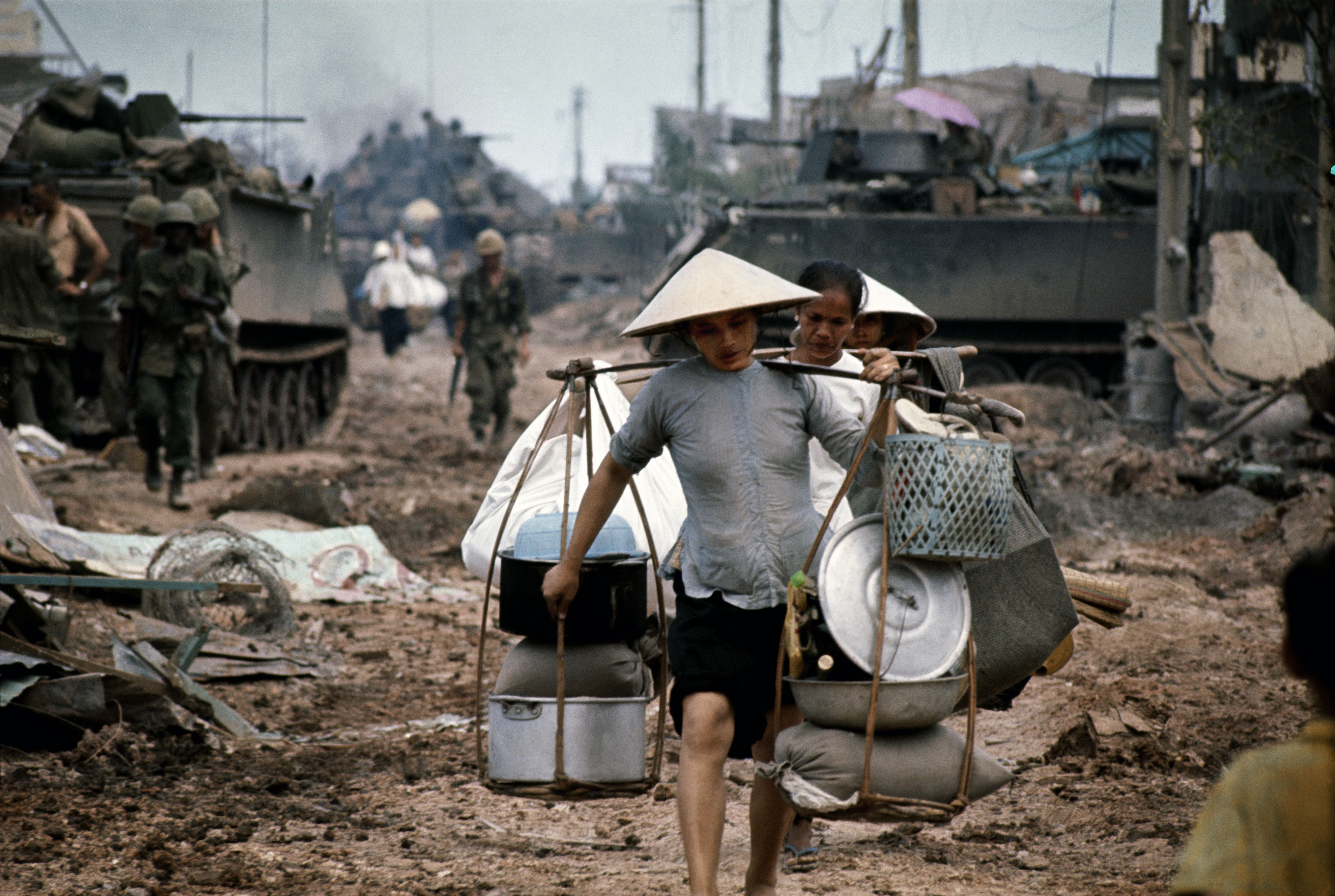 Philip Jones Griffiths, Refugees in Saigon during the fighting in May. Saigon. Vietnam. 1968 @ Magnum Photos