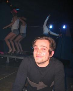 Un Claudio Fagnani al Link nel 2004, soddisfatto e con Peaches e ballerine alle sue spalle