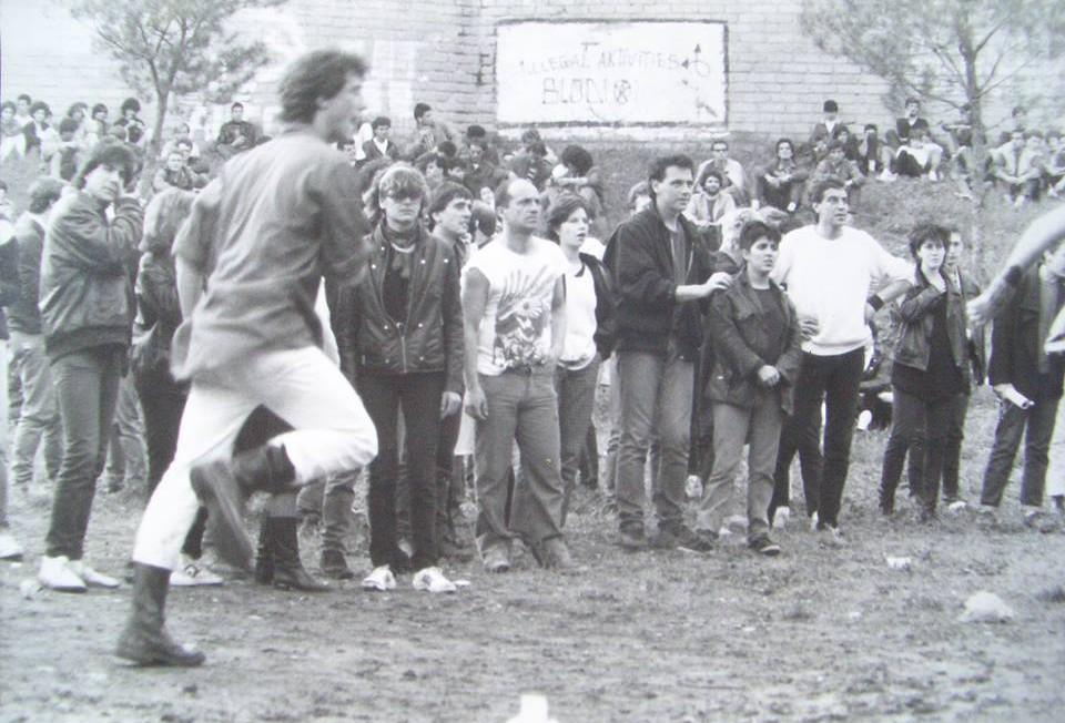 1 maggio 1986: la quarta Festa del non lavoro nel piazzale del Forte Prenestino, poche ore prima dell occupazione
