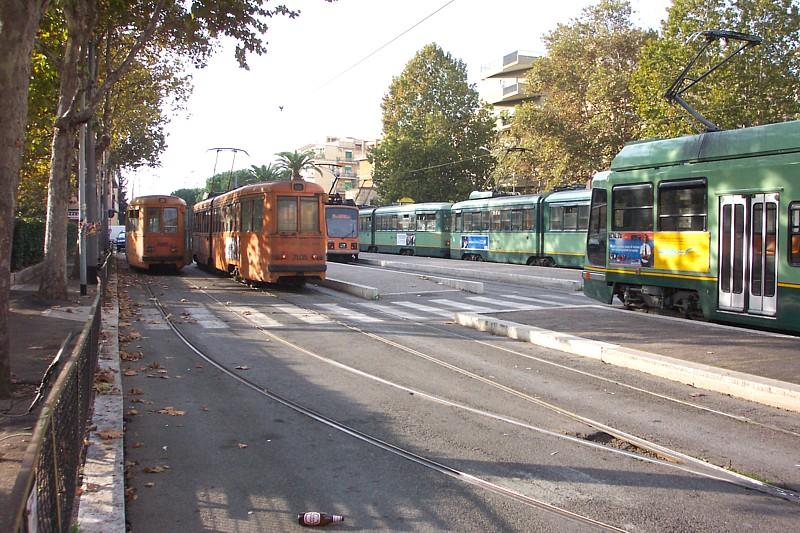 I tram al capolinea di Piazza dei Gerani.