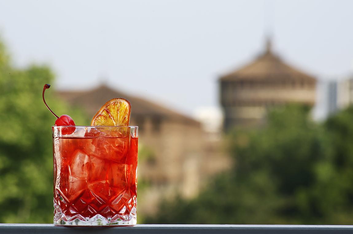 L'Hugo de Milan, il cocktail dedicato a Ugo Fava a cura del barman Luis Hidalgo della Terrazza Triennale - © Matteo Barro