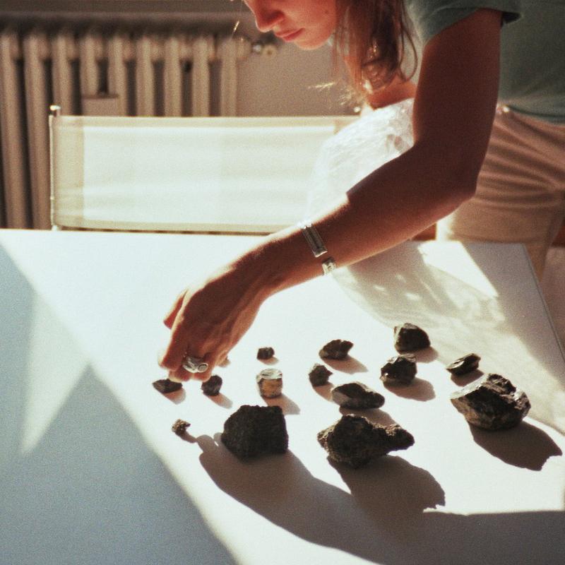 Una parte della collezione di pietre di ossidiana di Paquita