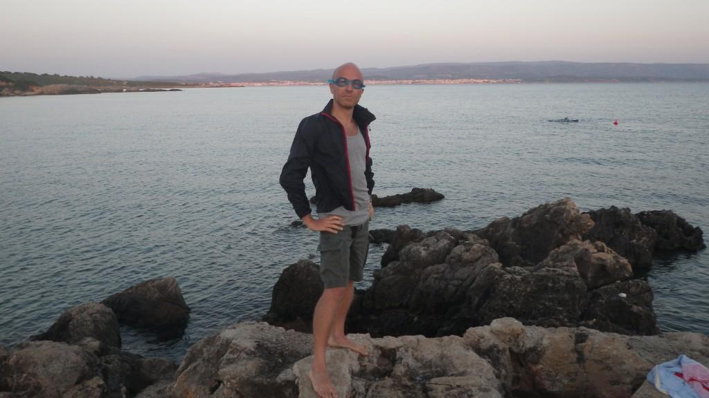 Il Dr. Pira si appresta a raggiungere la Sardegna a nuoto.