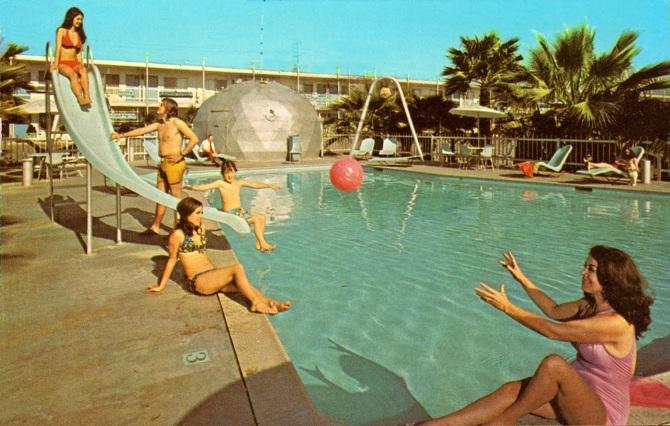 Bordo piscina lido il cigno fregene zero for Cigno gonfiabile per piscina