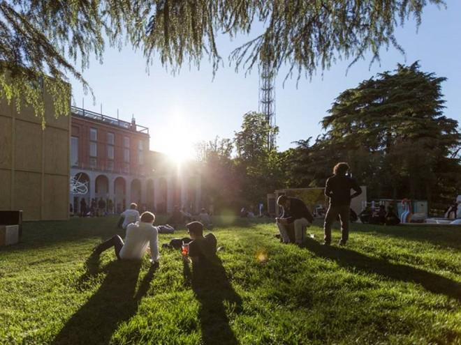 L aperitivo in giardino a milano zero for Giardino triennale
