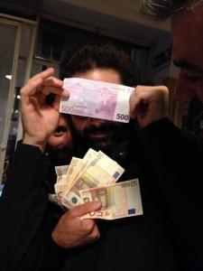 Marcelo e Giorgio che si divertono a spendere soldi in serata - foto via www.unotre.com