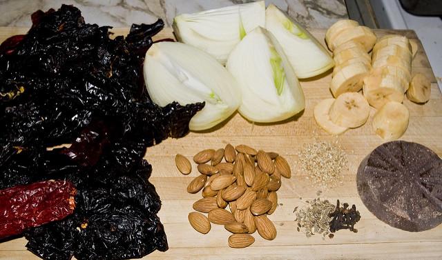 Gli ingredienti del mole poblano.