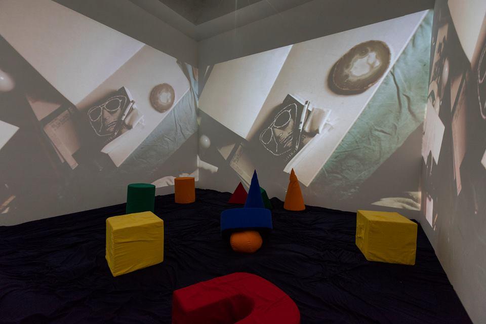 hélio oiticica barracão, at Galeria Nara Roesler, fotos/photos everton ballardin © galeria nara roesler