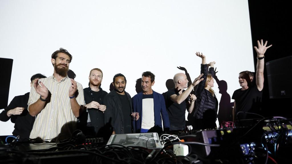 Il team raster-noton raccoglie l'applauso finale del Campfire 2015.