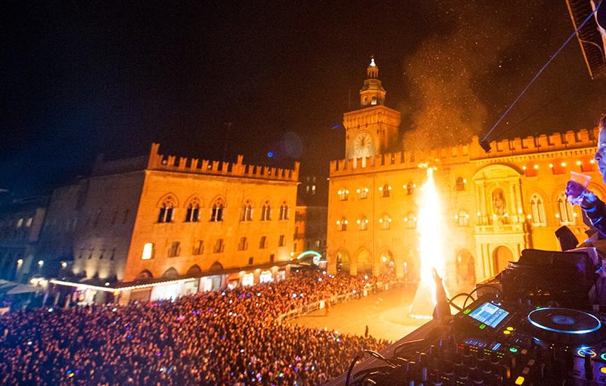 capodanno-2017-bologna-piazza-maggiore